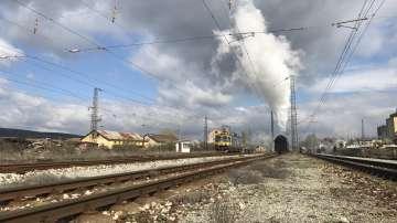Уникално пътешествие с парния локомотив Баба Меца и царските вагони