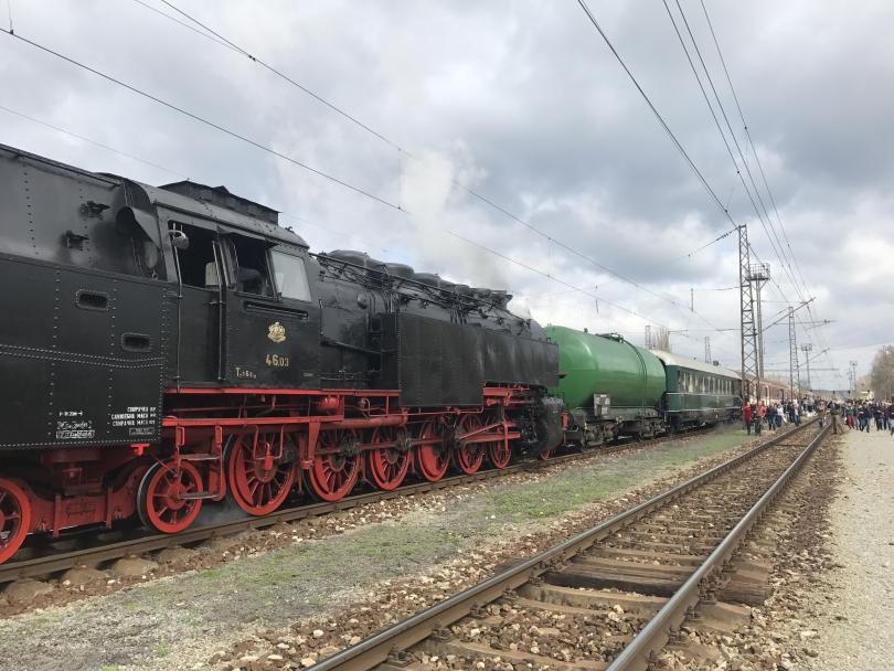 снимка 2 Уникално пътешествие с парния локомотив Баба Меца и царските вагони