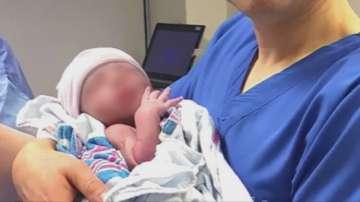 Роди се първото бебе от трима родители