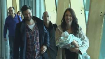 Премиерът на Нова Зеландия се върна на работа шест седмици след като роди