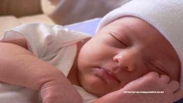 Родители искат бебето и майката да имат контакт веднага след раждане
