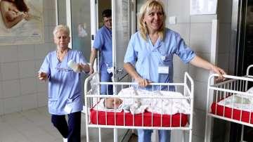 Тревожна тенденция на Бабинден: Болниците отчитат недостиг на акушерки