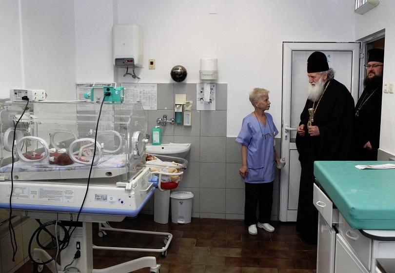 снимка 8 На Бабинден патриарх Неофит освети ново отделение в АГ болница Шейново