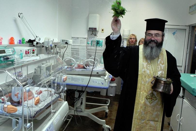 снимка 6 На Бабинден патриарх Неофит освети ново отделение в АГ болница Шейново