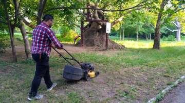 Защитниците на парк Бедечка почистиха алеите на парка (СНИМКИ)