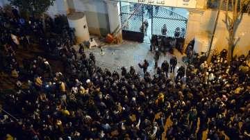 Поредна бурна нощ на протести в ливанската столица
