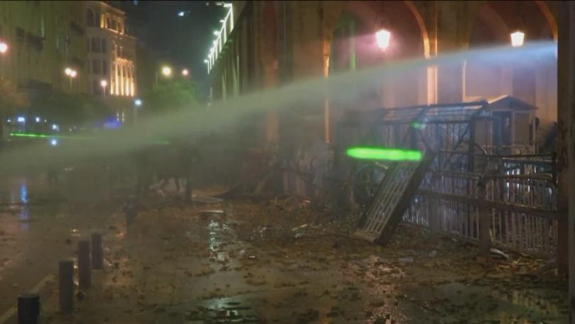 Втора нощ на сблъсъци в Бейрут. Проливният дъжд и разполагането