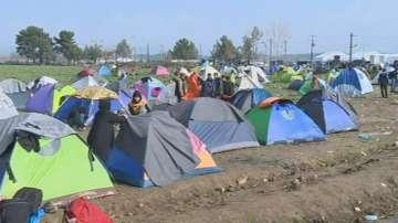 Хиляди бежанци блокирани на пункта Идомени - Гевгелия