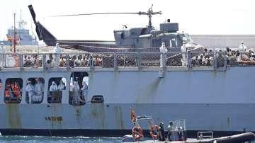 В Испания пристигна и последният кораб с мигранти, спасени от Акуариус