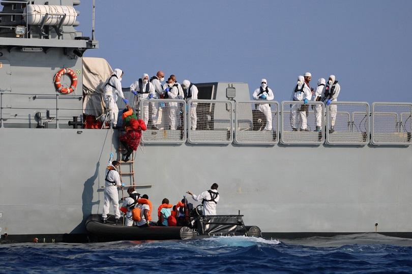 италия разреши мигранти слязат остров лампедуза
