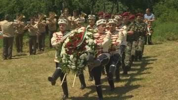 Президентът Плевнелиев почете жертвите на тоталитаризма в Белене