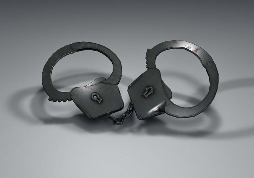 Косовската полиция е арестувала четирима души, включително две жени, по