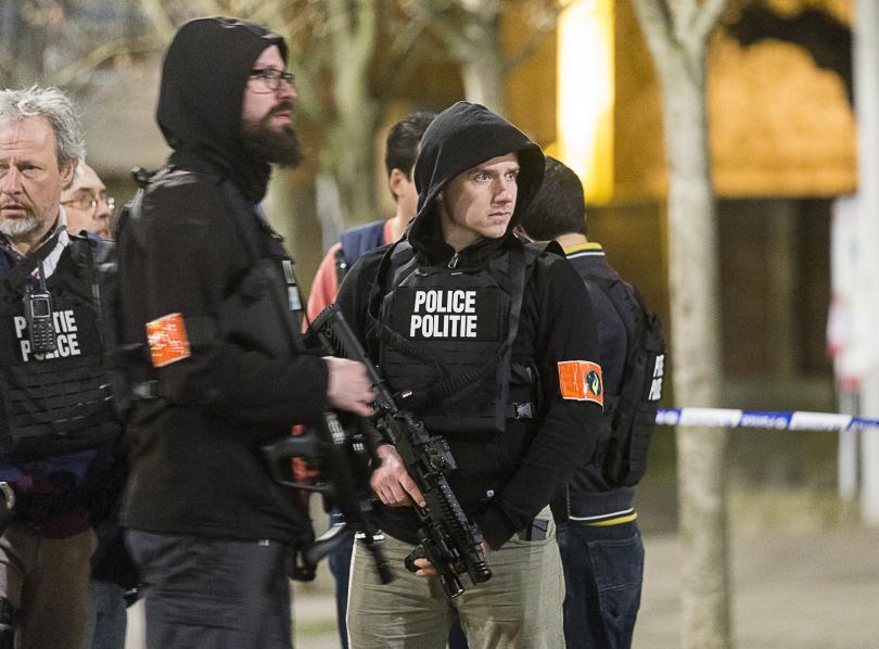 снимка 3 Полицейска акция в Брюксел, търсят заподозрени за атентатите в Париж