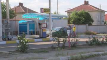 Въоръжени мотористи ограбиха бензиностанция в Казанлъшко