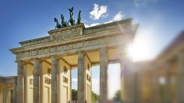 Дегизирани като клоуни нападатели се опитаха да оберат мъж в Берлин