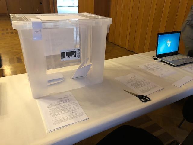 снимка 1 Умерена активност и гласуване без нарушения в избирателната секция в Берлин