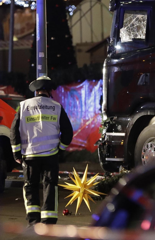 снимка 1 9 убити и над 50 ранени на коледния базар в Берлин