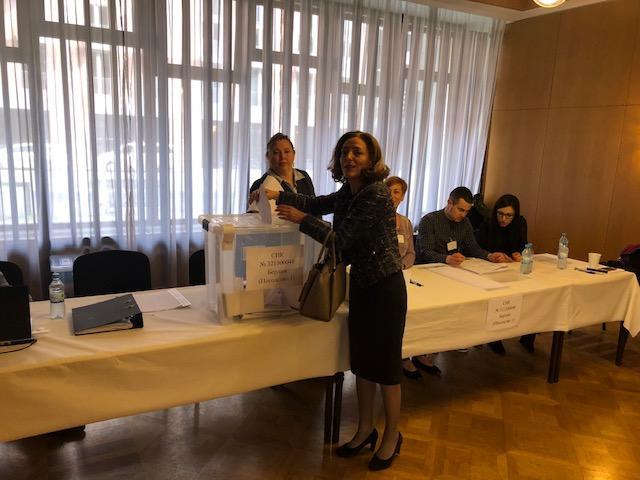 снимка 4 Умерена активност и гласуване без нарушения в избирателната секция в Берлин