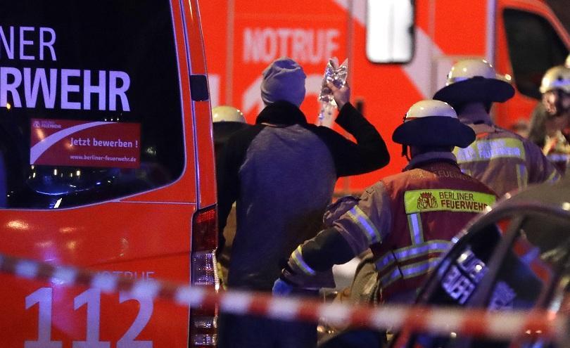 снимка 2 9 убити и над 50 ранени на коледния базар в Берлин