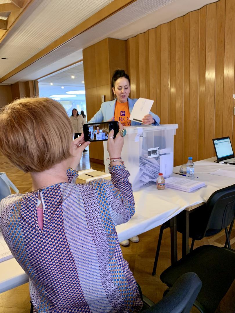 снимка 3 Умерена активност и гласуване без нарушения в избирателната секция в Берлин
