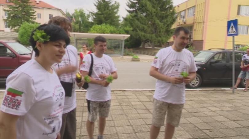Пешеходен поход по стъпките на предците си предприеха седем българи