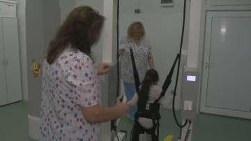 Специализирана детска болница се нуждае от нов робот за обучение за ходене