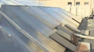 Покривът на Националната библиотека се крепи на строително тиксо