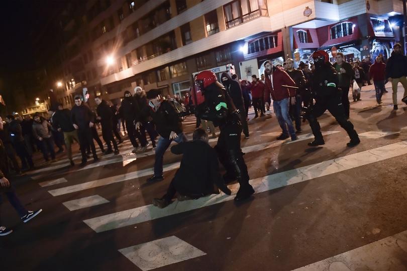 полицай почина бой футболни фенове билбао снощи