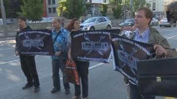 Протестиращи срещу новото билетче спираха тролеи и автобуси