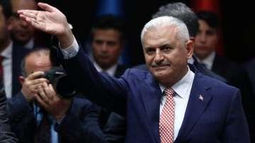 Бинали Йълдъръм замени Давутоглу начело на управляващата партия