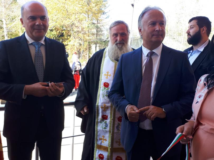 снимка 1 Министър Петков откри два нови центъра за възрастни хора в Долна Баня