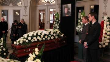 Погребват Бисер Киров до дъщеря му в родопското село Чокманово