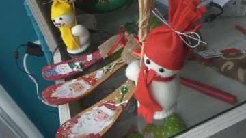 Онкоболни и хора с увреждания изработват ръчни подаръци и сувенири за Коледа