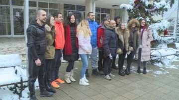 Младежи от Русе дариха хранителни продукти на нуждаещи се за Коледа