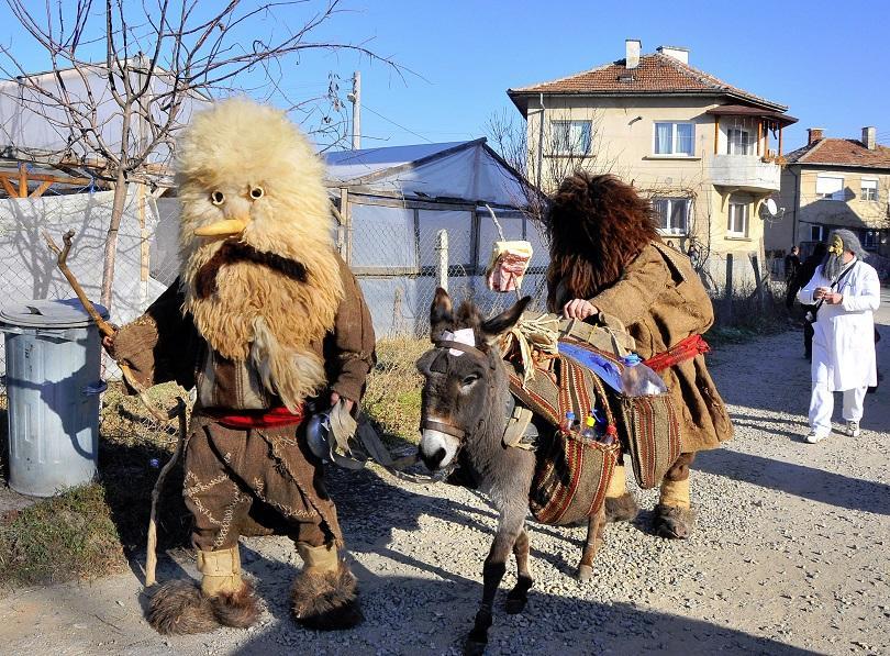 снимка 1 Кукери завладяха Благоевград