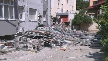 Скеле се срути по време на демонтаж от саниран блок в Благоевград