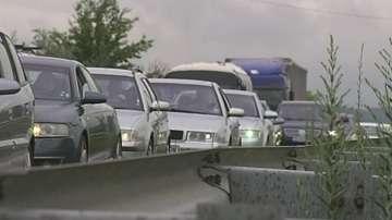 Натоварен трафик и транспортен хаос в първия почивен ден (СНИМКИ И ВИДЕО)