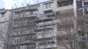Глобяват фирмата, оставила без покрив блок след саниране в Бургас