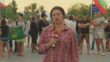 Близо 30 часа продължава блокадата на пътя Сливен - Ямбол