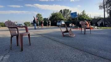 Блокадата на пътя Сливен - Ямбол остава