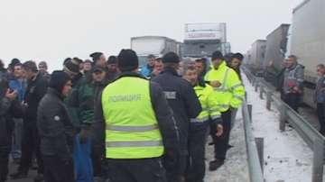 Пълна блокада на пътя към Дунав мост 2