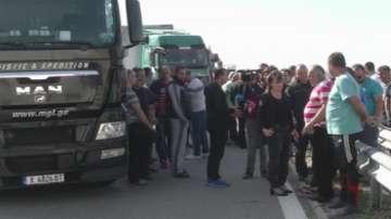 Шофьори на товарни автомобили блокираха за няколко часа Дунав мост 2