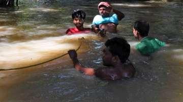 Наводнения в Бангладеш  взеха живота на 82 души,  блокирани са 5 милиона