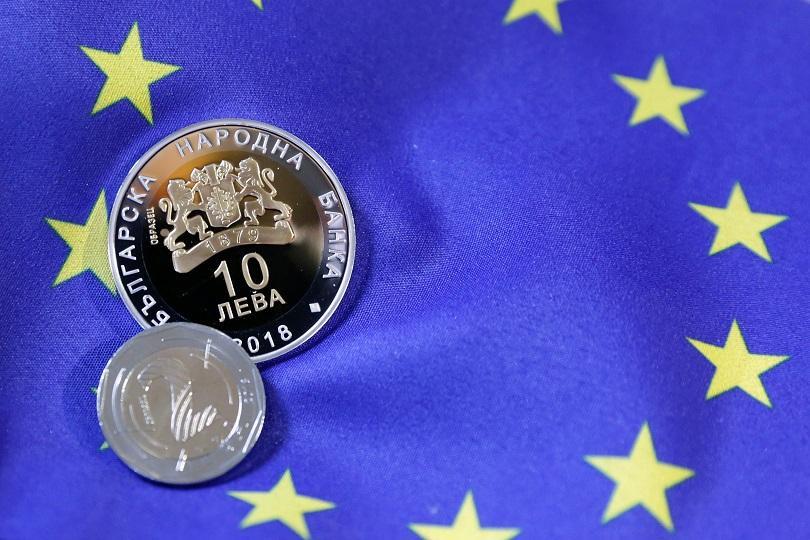 снимка 1 Дълга опашка пред БНБ за нова възпоменателна монета