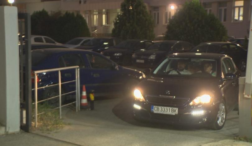 Малко преди шест чеса кола на Българското национално радио докара