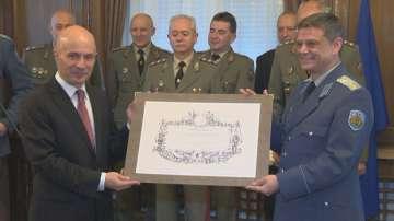 Новините на БНТ с военна грамота за заслуги към Българската армия