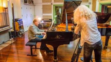 Ричард Клайдерман чества 40 години на сцената с концерти в София и Варна