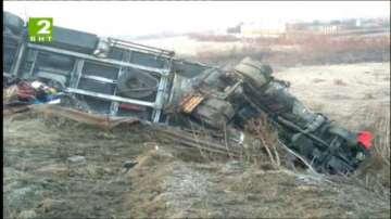 Камион се преобърна край Полски Тръмбеш