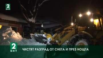 Чистят Разград от снега и през нощта