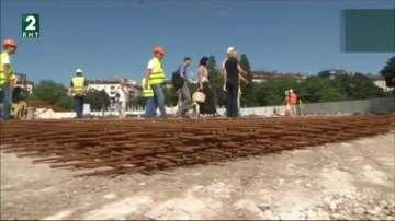 Нови гранитни плочи ще бъдат поставени на площада пред НДК